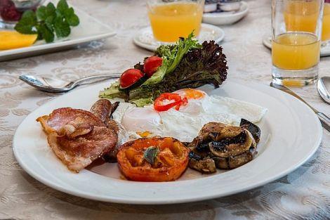 Дієтолог розповів про найшкідливіші і найкорисніші страви із яєць