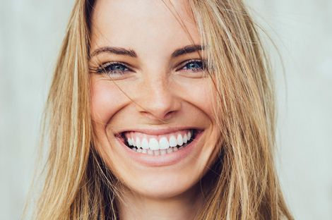 Здорова посмішка до старості: як доглядати за зубами?