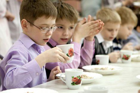 Як треба харчуватись дітям у школі?