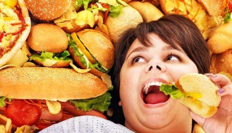 Ожиріння провокує вживання шкідливої їжі