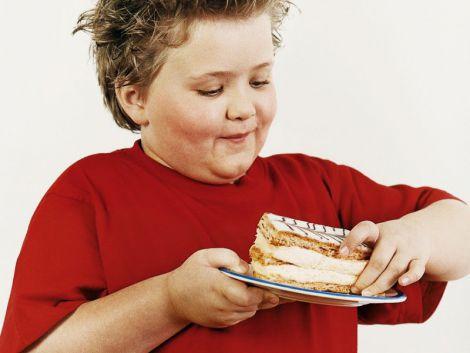 Нестача сну провокує ожиріння у школярів