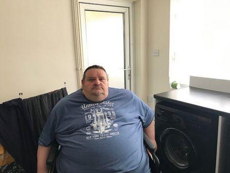 Жертва ожиріння не може протиснутись в двері