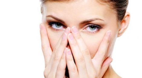 Відсутність повноцінного сну може викликати почервоніння очей