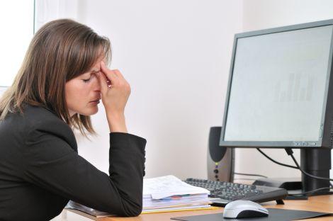 Від втоми очей часто страждають офісні працівники