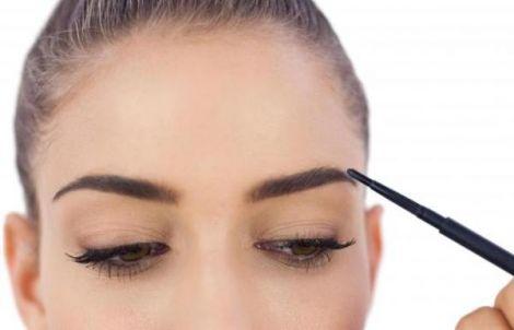 Поширені помилки у макіяжі брів
