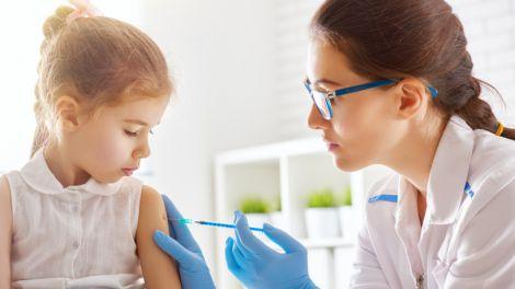 Популярні міфи про вакцинацію