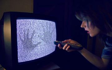 Просто просиджуючи по кілька годин на день біля телевізора, ви піддаєтеся підвищеному ризику інсульт