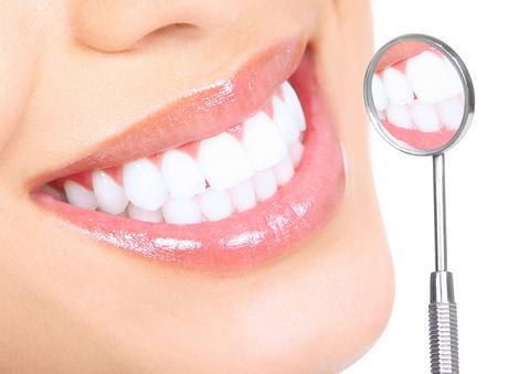 Зуби на тон біліші: дієві методи