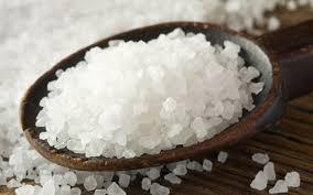 Лікарі рекомендують вживати більше солі