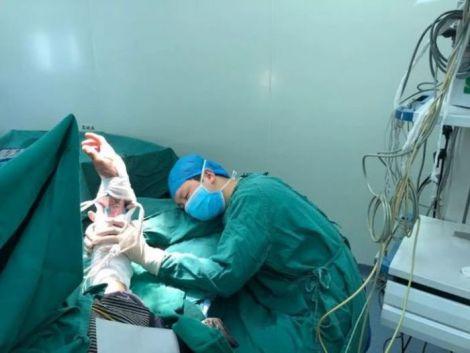 Хірург заснув під час операції