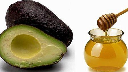 Маска з авокадо від розтяжок