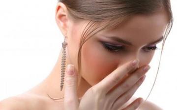 щоб усунути неприємний запах з рота слід дізнати про його причину