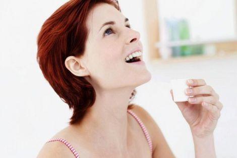 Полоскання по древньому способу позбавить від неприємного запаху з рота і проблем з шлунково-кишковим трактом