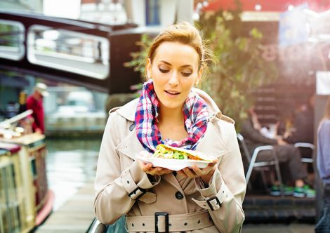 Чи корисно їсти на ходу?