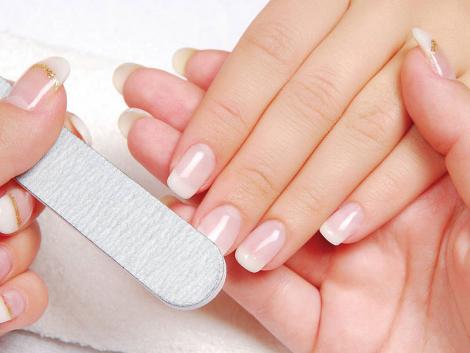 Діагностуємо хвороби за виглядом нігтів