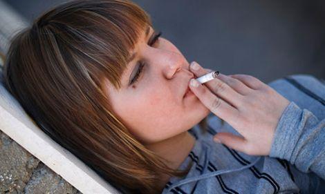 дитина курить