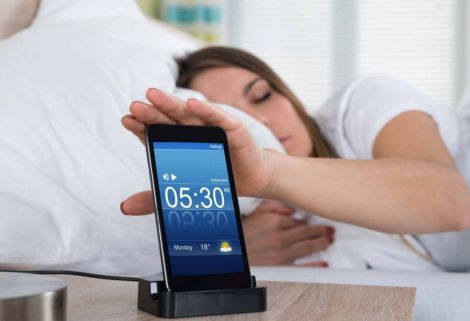Чому не можна переставляти будильник