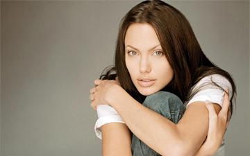 Анджеліна Джолі готується до операції з видалення яєчників