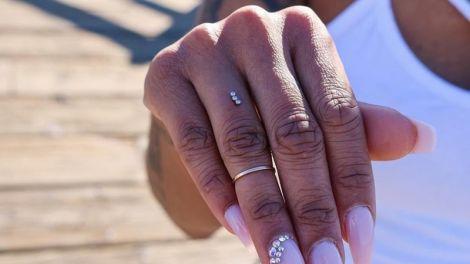 Пірсинг на пальці руки
