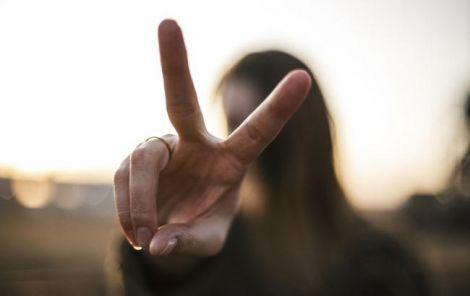 Пальці жінки