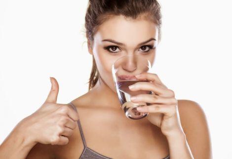 Запивати ліки потрібно негазованою водою