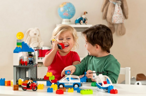 Чому дітям не потрібно багато іграшок?