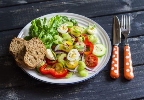 Яйця та салати - основа дієти