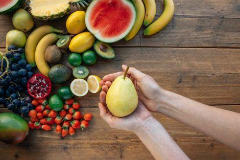 Дієтолог розповіла, які фрукти допомагають схуднути найкраще