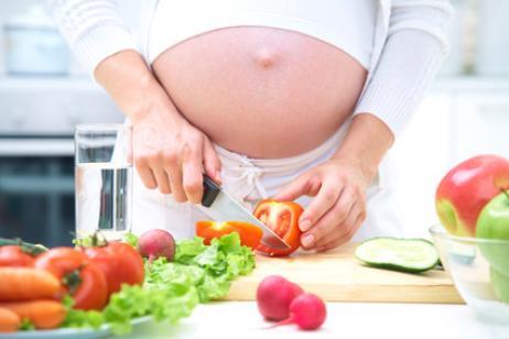 Що не варто їсти вагітним?
