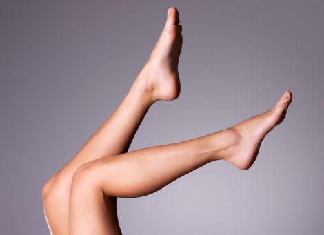 Чому у жінок набрякають ноги?