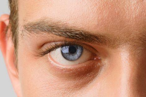 Цятки в очах - симптом глаукому