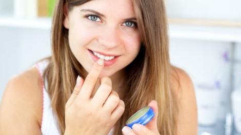 Вазелін допомагає видалити макіяж