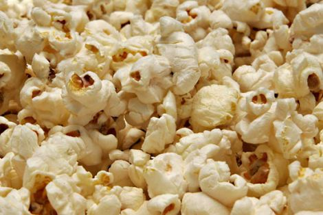 Дієтологи назвали небезпеку попкорну