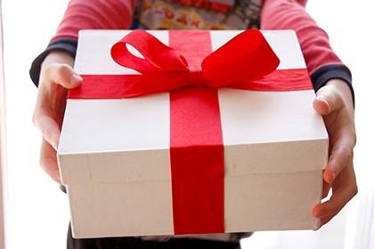 Як навчити дитину дякувати за подарунки?