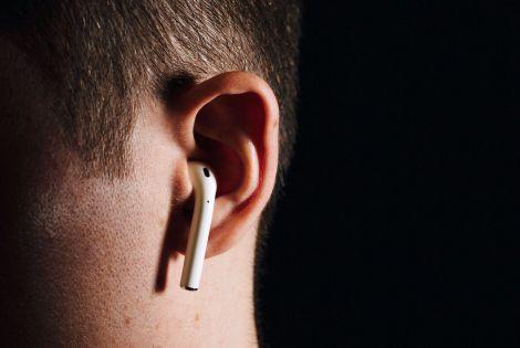 Науковці хочуть заборонити бездротові навушники