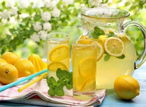 Краще приготувати домашній та смачний лимонад