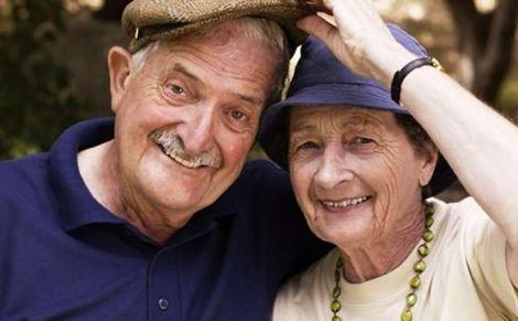 Жінки живуть довше, ніж чоловіки