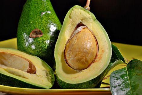Кісточка авокадо