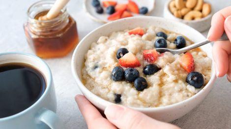 Вівсянка, сер: названі найшкідливіші страви для сніданку