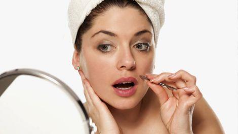 Поява волосся на обличчі у жінок може виявитися симптомом раку