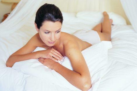 слід уникати незахищених статевих актів, щоб не заразитись хламідіозом