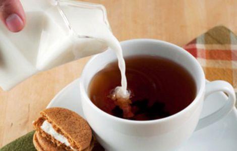 Чай з молоком