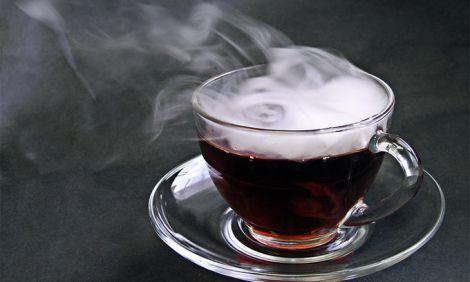 Чому не можна вживати гарячі напої?