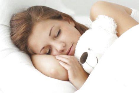 Лікарі розповіли, чим корисний денний сон