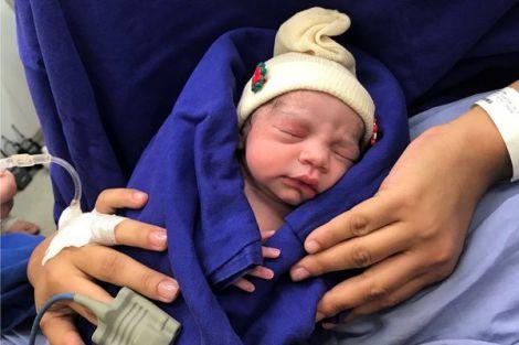 Перша дитина, яка народилась з донорської матки