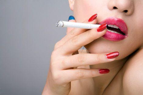 Чи шкодить куріння жіночому бюсту?