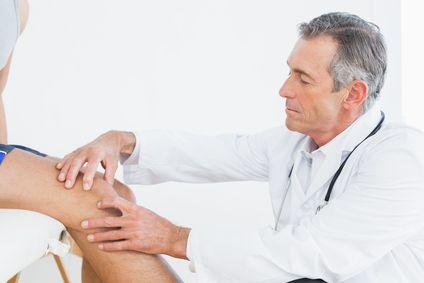 Чому хрустять коліна?