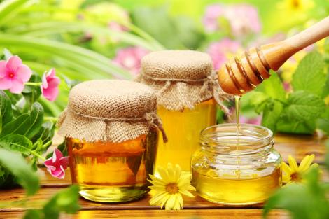 Чи можна їсти мед вагітним?