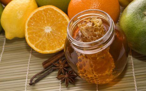 Мед не варто вживати окремо