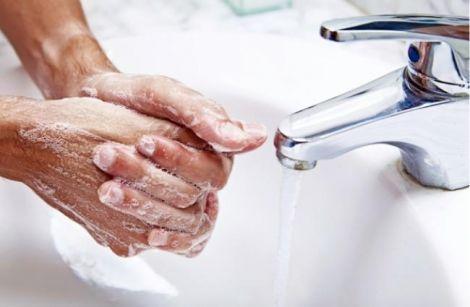 Правильне миття рук має тривати довше 20 секунд
